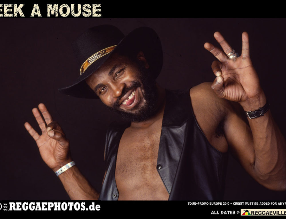 EEK-A-MOUSE på scen under RUMBLE OF THE KINGS